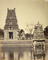 Tank and small gopura in the Jalakanteshvara Temple, Vellore